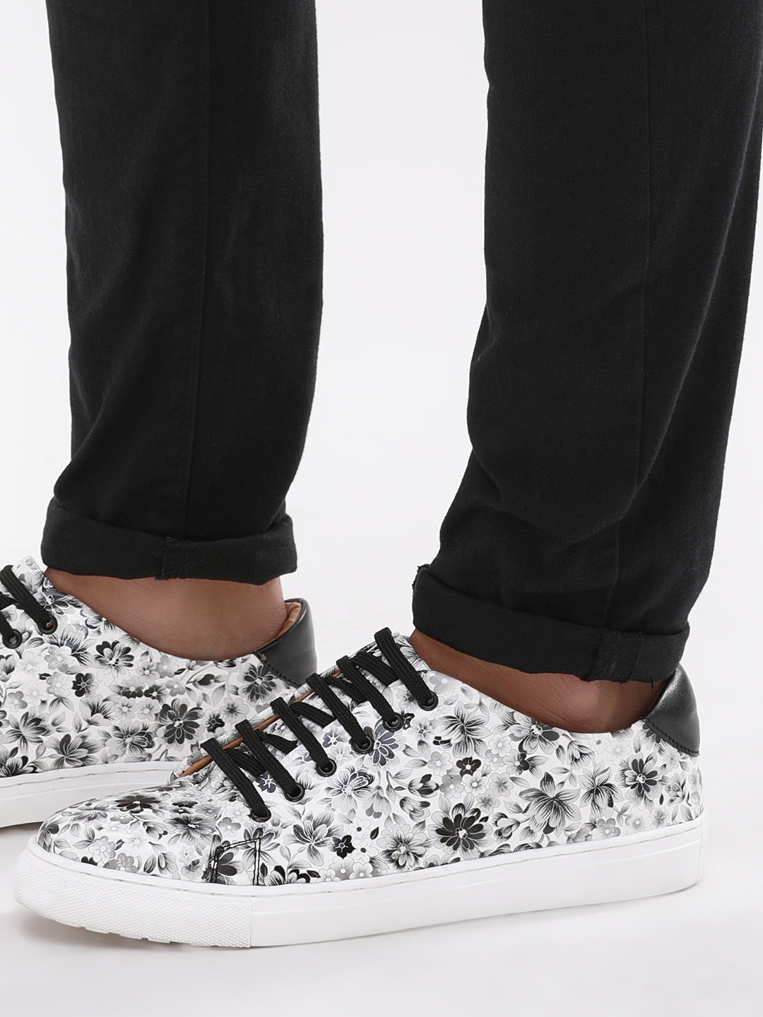 Marcello & Ferri Black/White Floral Print Sneakers 1