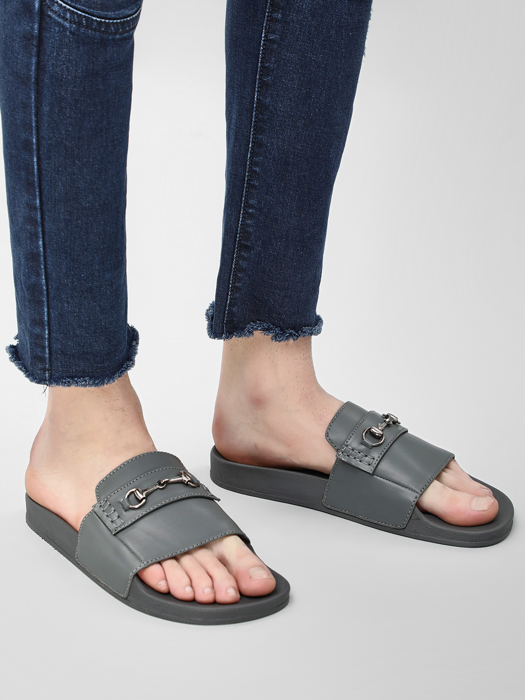 KOOVS Grey Horsebit Pool Slides 1