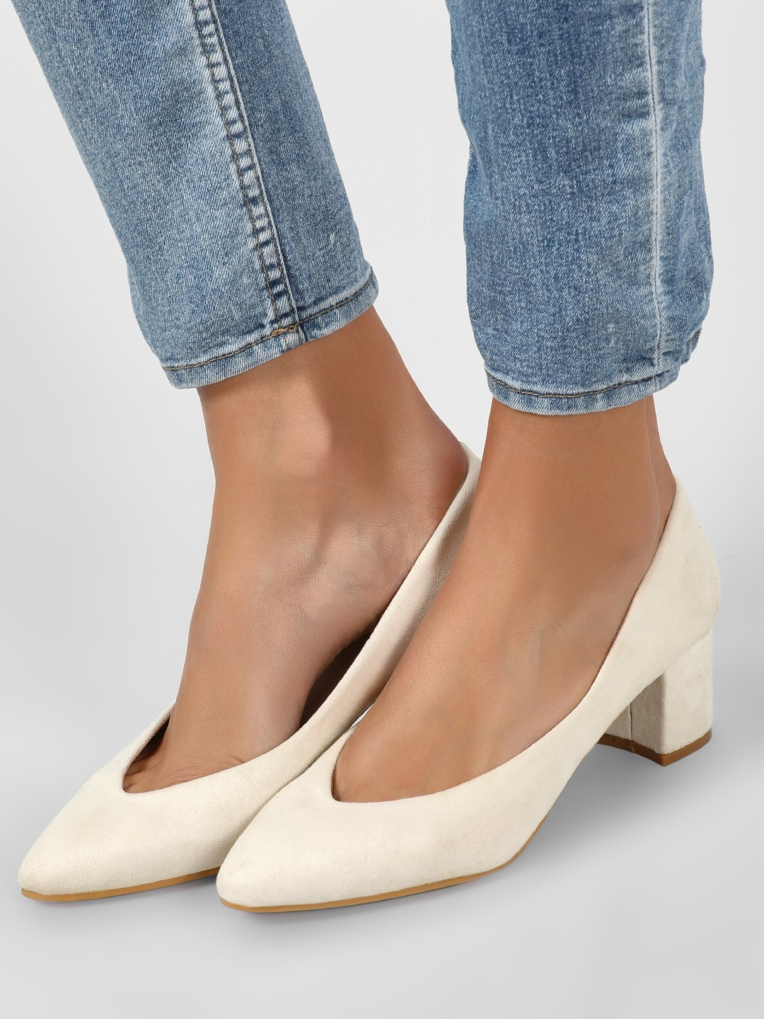 Intoto Beige Low Block Heel V Neck Pumps 1