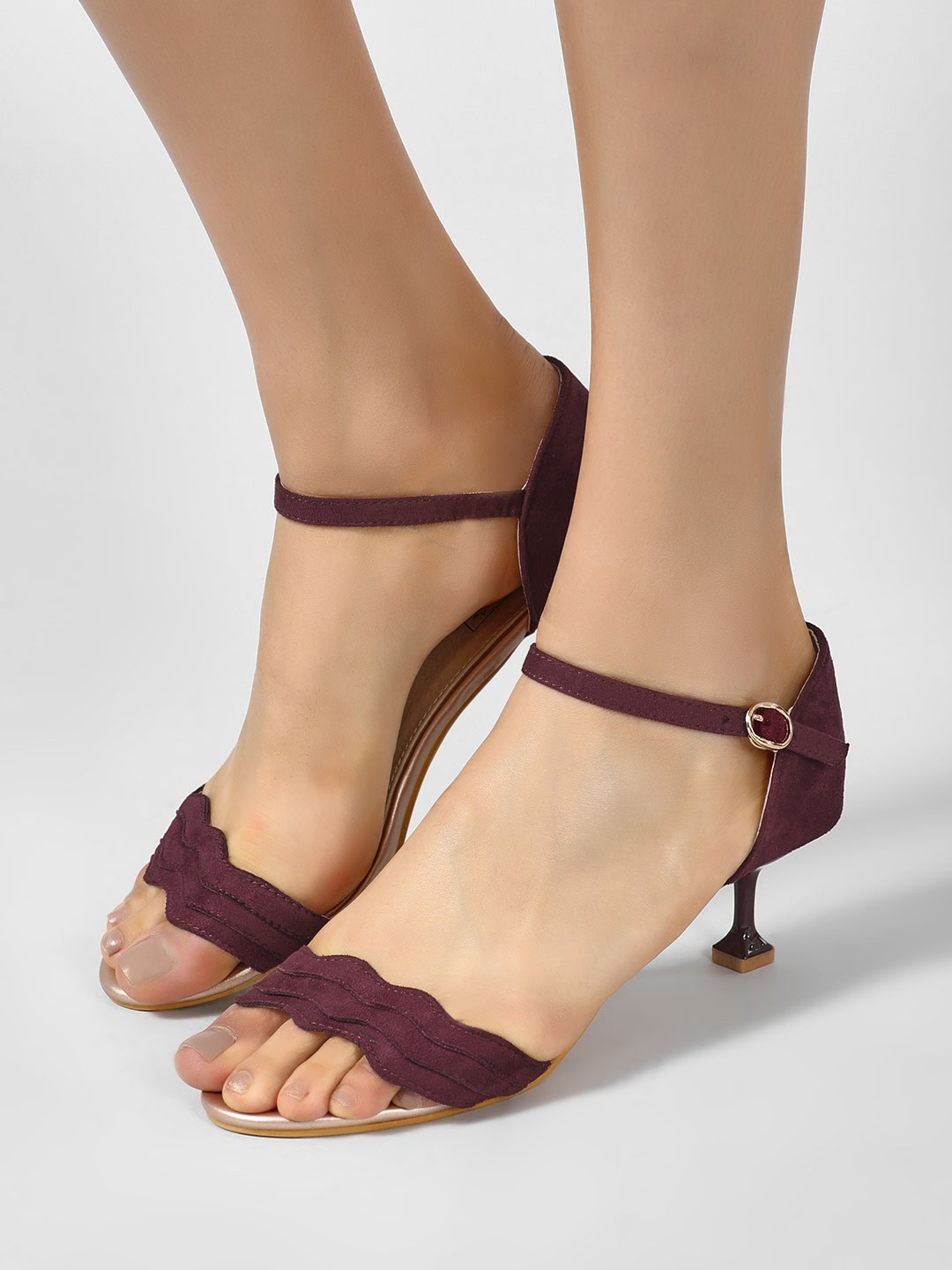 Intoto Marsala Scalloped Strap Kitten Heel Sandals 1