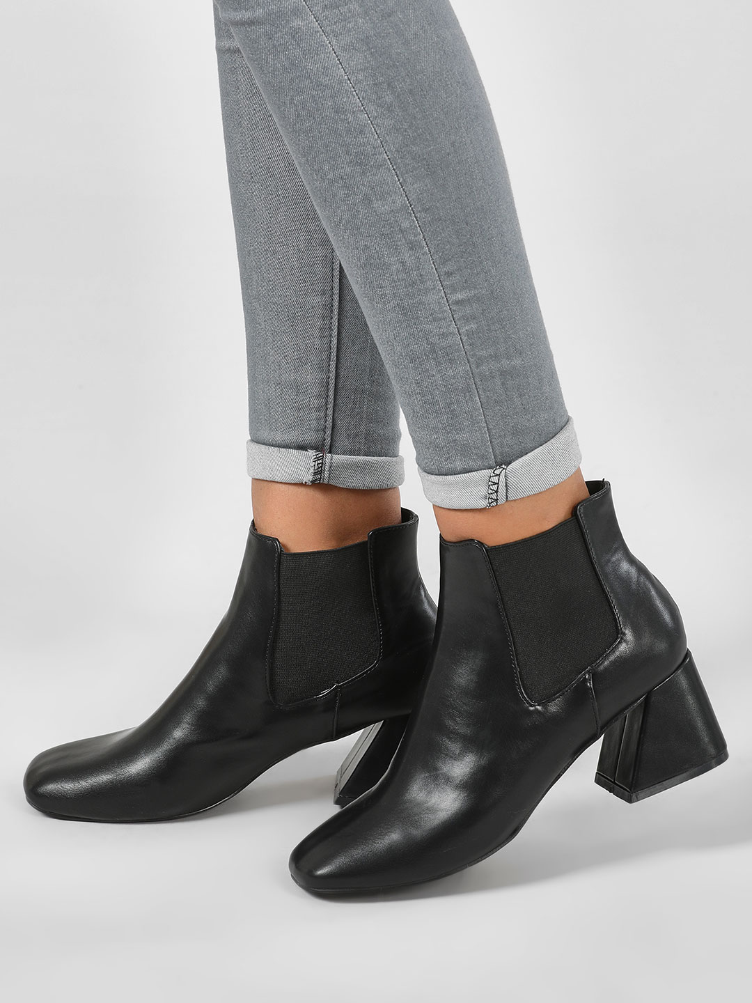 Intoto Black Flared Heel Chelsea Boots 1