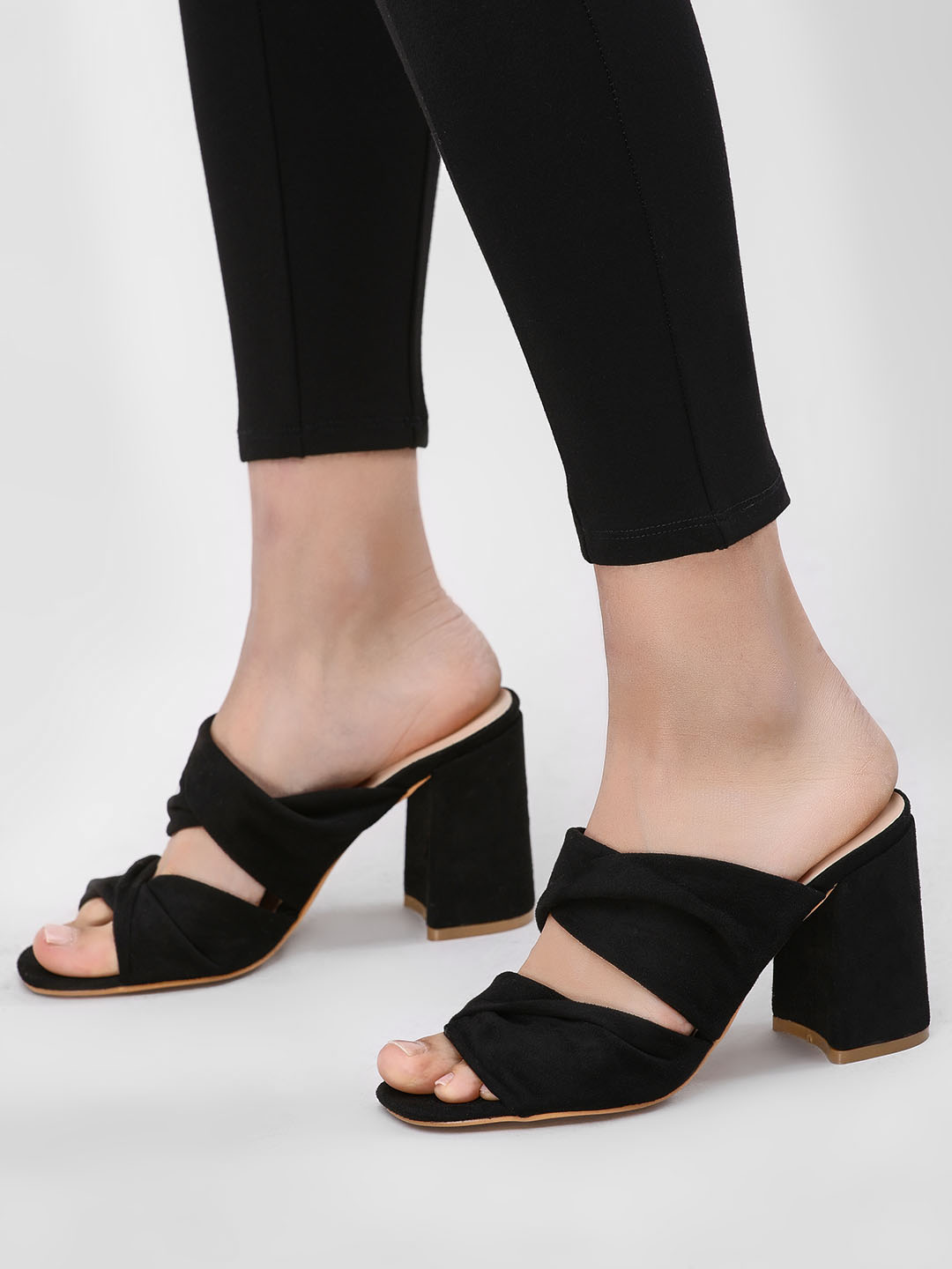 Intoto Black Double Strap Block Heel Sandals 1