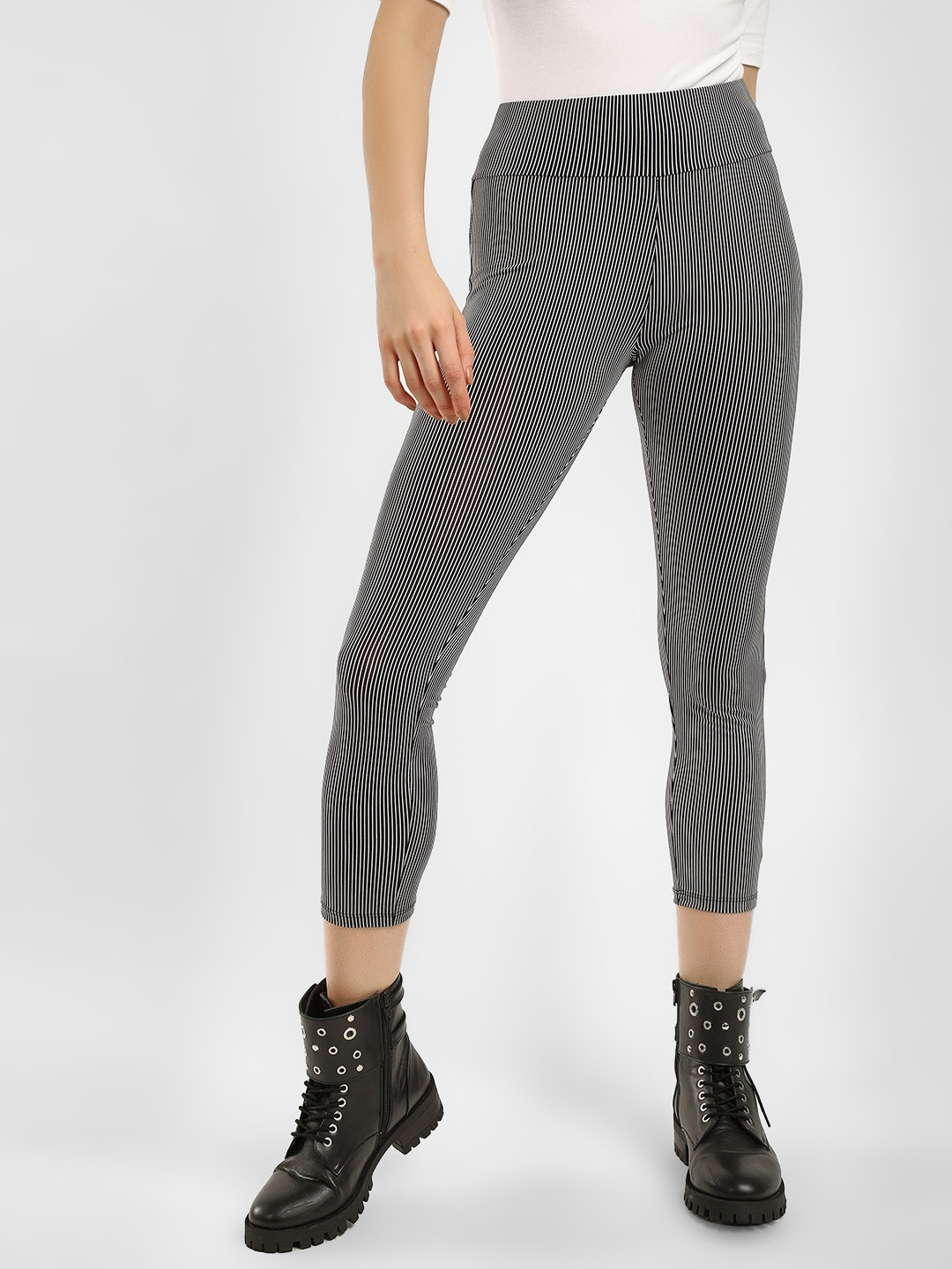 KOOVS Black Striped Cropped Leggings 1
