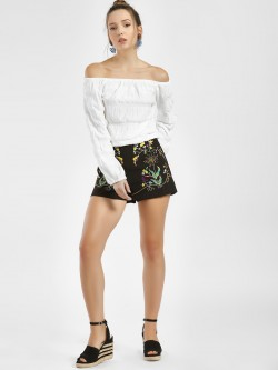 Moguland Floral Embroidered Shorts
