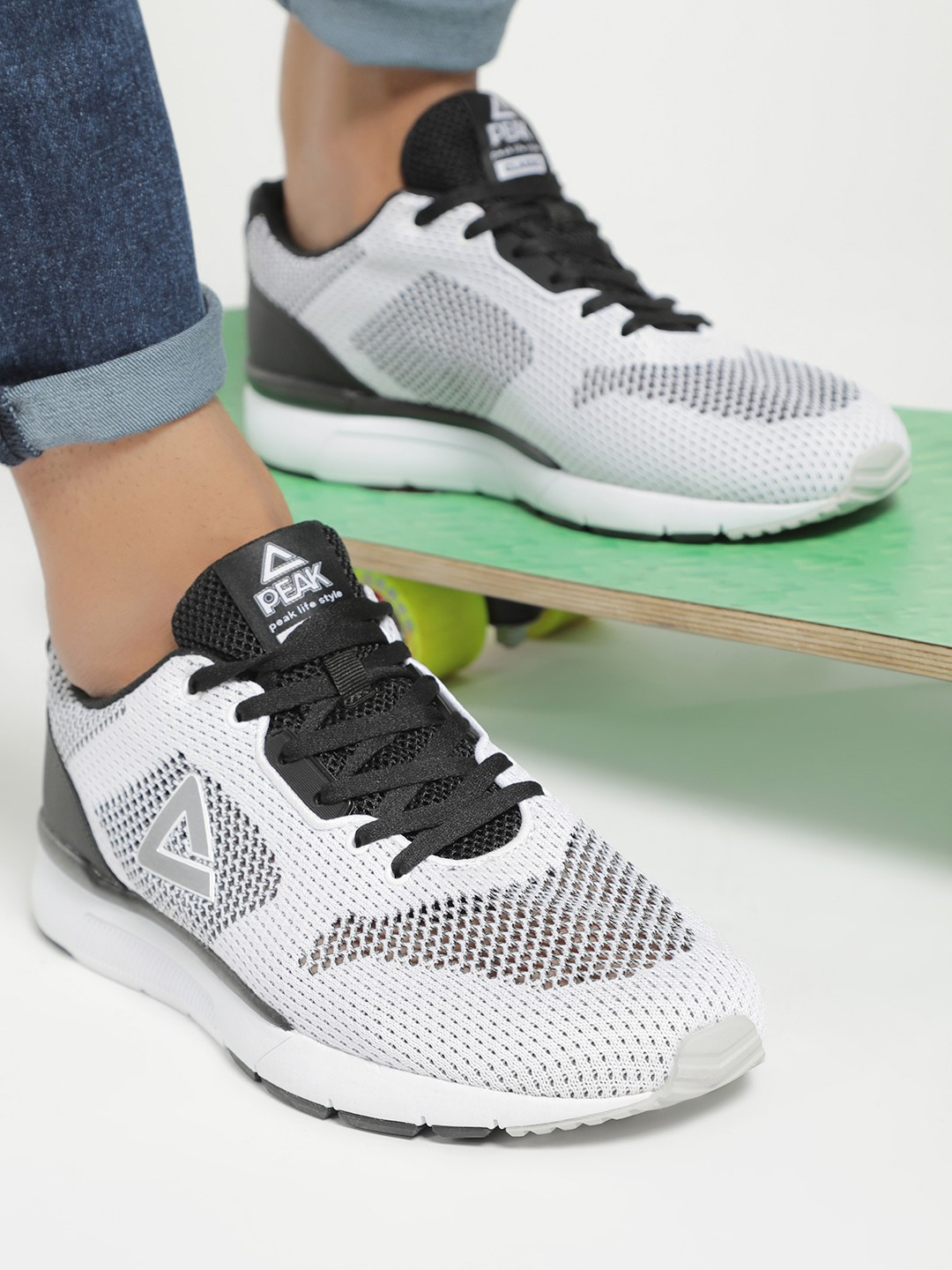 Peak White Mesh Knitted Running Shoes 1