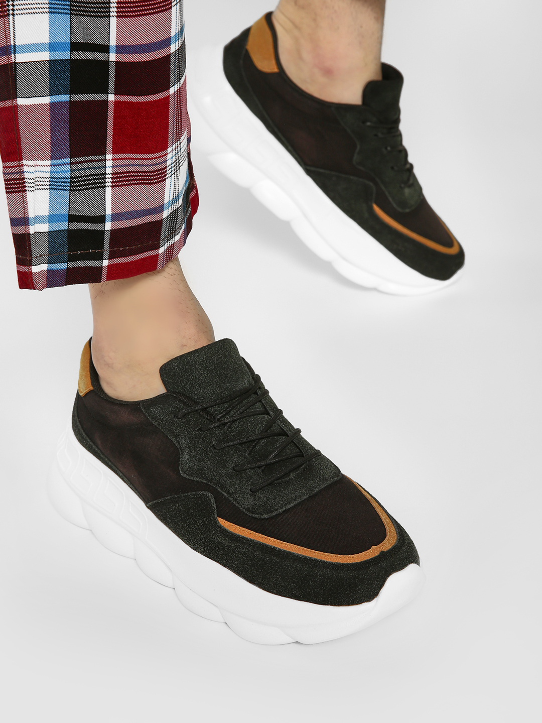 Kindred Black Contrast Tab Cleated Sneakers 1