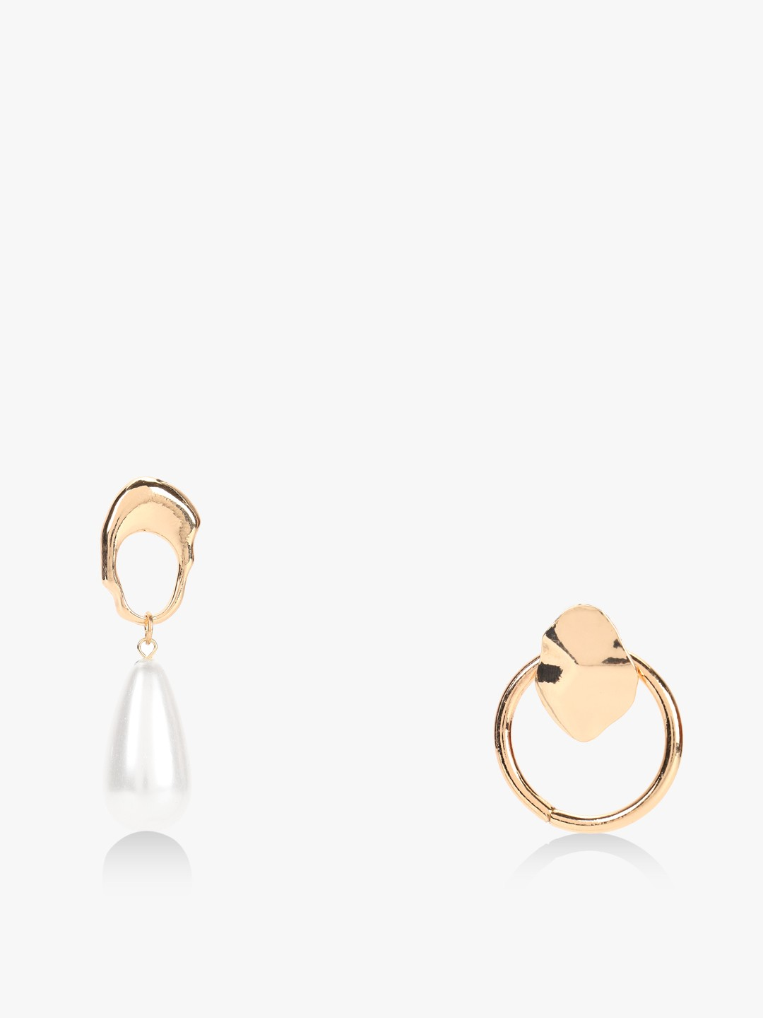 Style Fiesta Gold Textured Pearl Earrings (Pack Of 2) 1