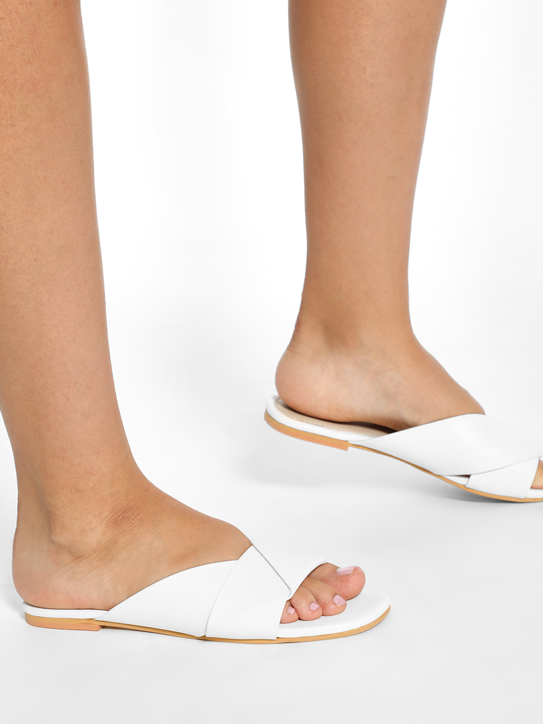 CAi White Twisted Strap Flat Sandals 1
