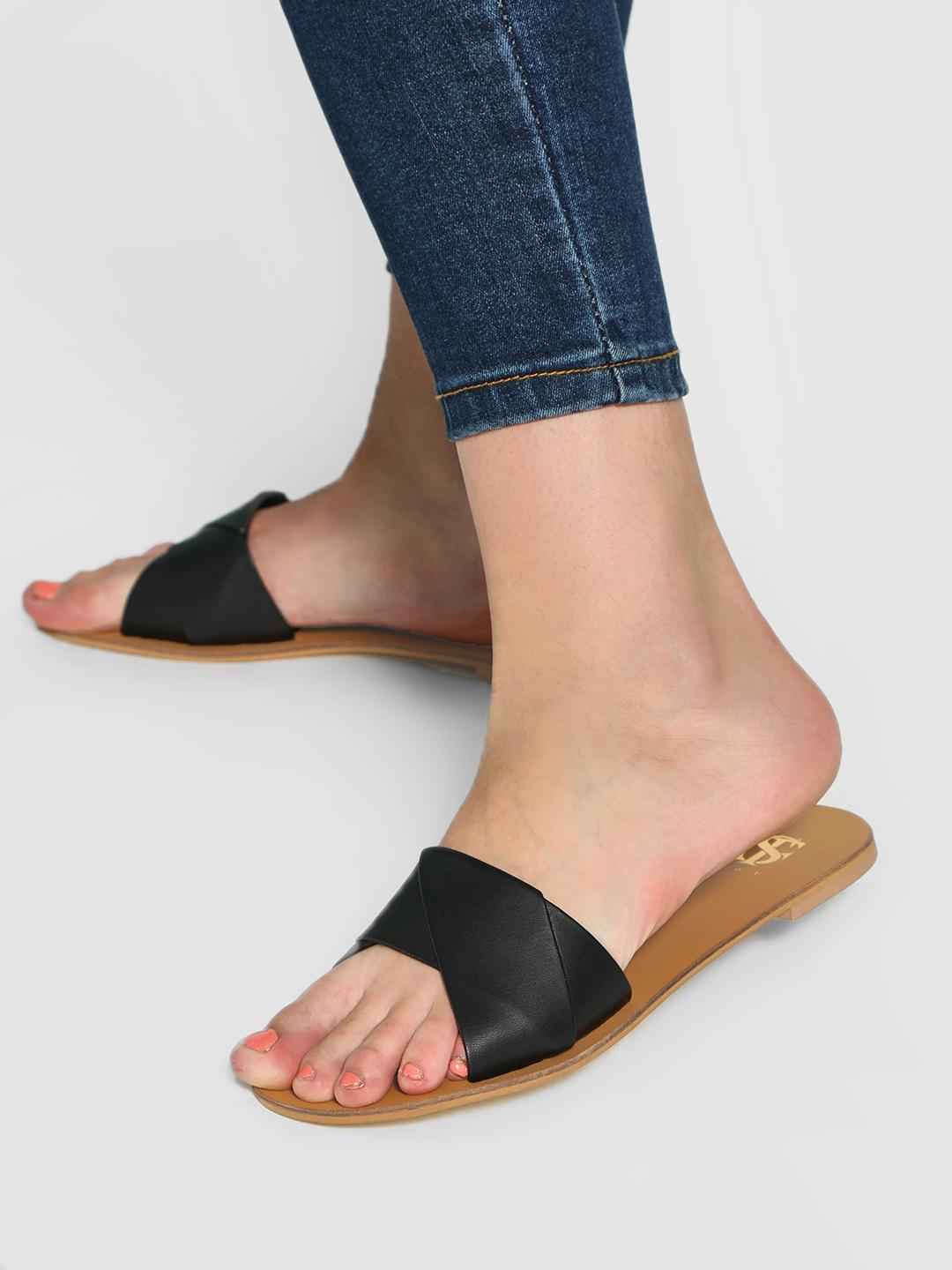 Shoe that fits You Black Entwined Strap Flat Sandals 1