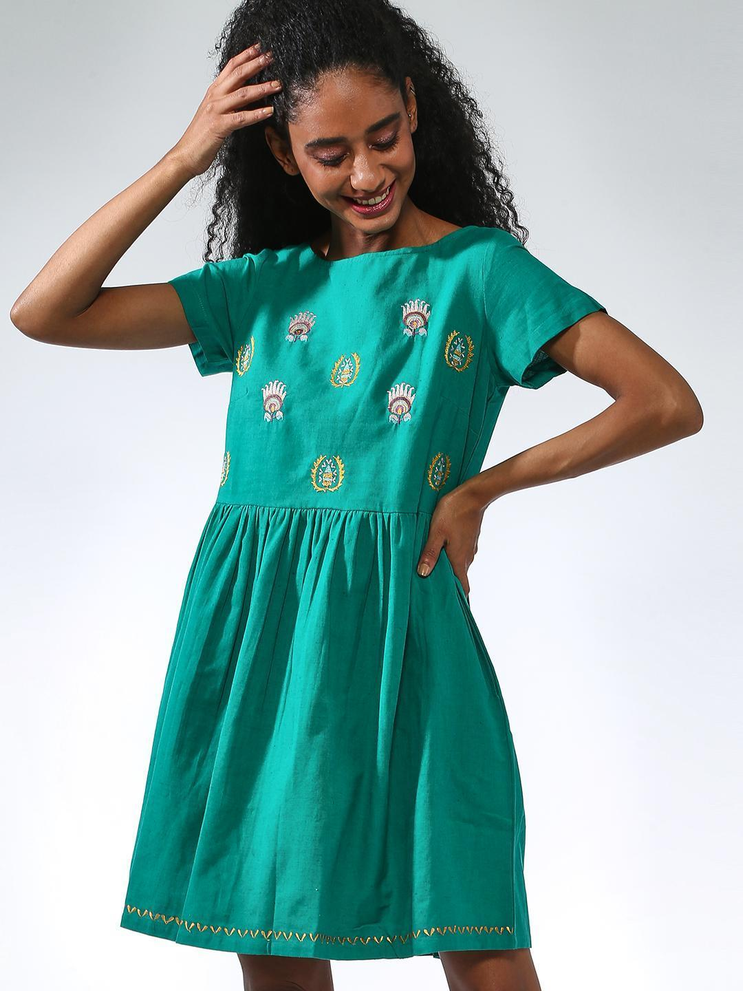 Vajor Green Embroidered Gathered Midi Dresses 1