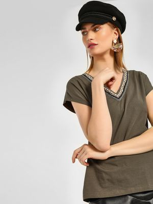 Cover Story V-Neck Sequins Embroidered T-Shirt