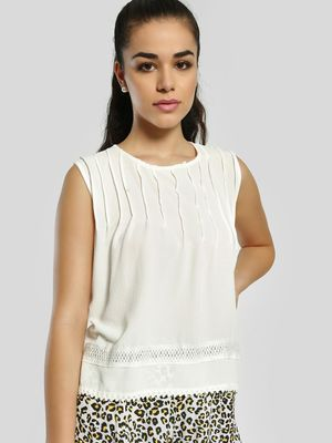 Privy League Pleated Sleeveless Blouse