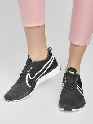 Nike Zoom Strike 2 Trainers